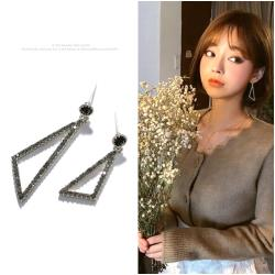 梨花HaNA  韓國925銀悄悄告訴她三角黑鑽.銀針耳環