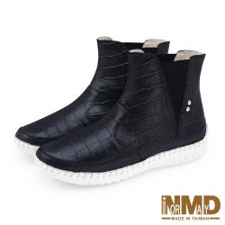 【Normady 諾曼地】經典時尚V型鬆緊厚底內增高高階版球囊氣墊短靴-MIT手工鞋(百搭黑)