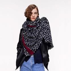【KISSDIAMOND】歐美撞色黑白豹紋保暖長圍巾披肩(保暖/舒適/百搭/KDM-XWM08)
