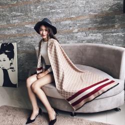 【Emi艾迷】時尚風貌高質感方格顯色線條仿羊絨圍巾(卡其)
