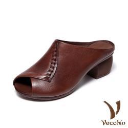 【Vecchio】真皮頭層牛皮手工縫線交叉摺疊魚口露趾造型粗跟拖鞋 棕