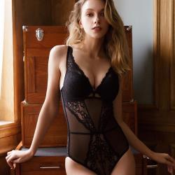 【PinLe】法式蕾絲性感魅惑美背塑身衣(黑)bra-A001