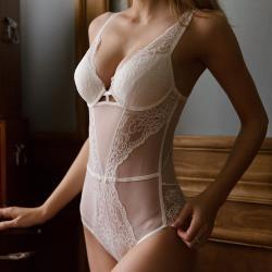 【PinLe】法式蕾絲性感魅惑美背塑身衣(白)bra-A001