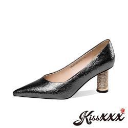 【Kissxxx】真皮壓花絲綢牛皮水鑽柱跟尖頭高跟鞋 黑