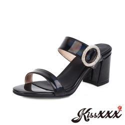 【Kissxxx】復古優雅一字漆皮鑽釦造型粗跟拖鞋 黑