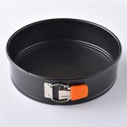 Le Creuset 圓形扣環蛋糕烤模