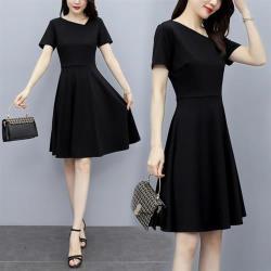 REKO-優雅氣質黑斜V領顯瘦修身洋裝M-3XL