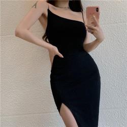 Sexy Devil-黑色斜領細肩帶開衩包臀洋裝S-L