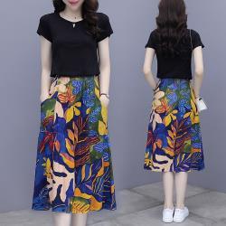 REKO-簡約T恤+鬆緊腰奔放印花裙套裝M-3XL(共二色)