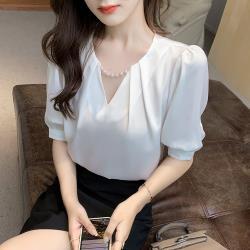 白色戀人-貴氣優雅珍珠裝飾小V領襯衫S-XL(共二色)