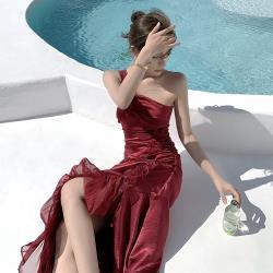 Sexy Devil-酒紅緞面拼接網紗斜肩平口禮服S-L