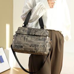Acorn*橡果-新款多隔層印花斜背包手提包側肩包郵差包防水包6524(卡其)